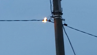 Жители Магнитогорска пожаловались на закоротивший кабель у дома ребенка