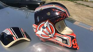 Уникальный шлем с символикой клуба изготовили для нового вратаря «Трактора»