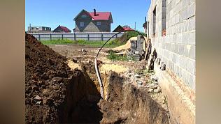 Во время строительства коттеджа рабочего заживо засыпало землей
