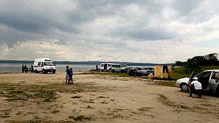 На озере Чебаркуль с новыми силами приступили к поиску 15-летней девочки
