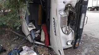 «КамАЗ» перевернулся в результате ДТП на улице Кирова