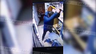 Жестокое нападение грабителя попало на видео
