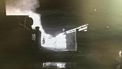 Госавтоинспекторы разбудили жителей горящего дома в Варне. Видео