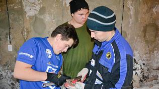 Южноуральские сантехники восстановили водопровод в доме погорельцев
