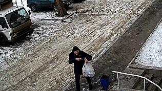 «Примерный» папа из Рощино исправился и забрал пакет с мусором