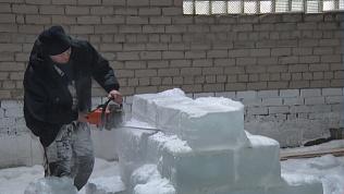 В Нязепетровском районе жители делают ледовый городок