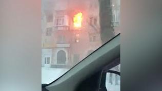 Пожар в историческом доме в центре Челябинска запечатлели очевидцы