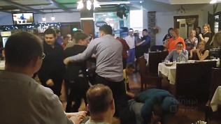 «Девчонок угомоните!»: массовой дракой закончился корпоратив в Татарстане