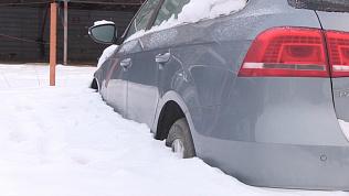 Пять машин оказались закованы в лед