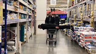 Пранк в супермаркетах по-челябински. Как развлекается молодежь города. ВИДЕО