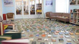 Бюст Пушкина «спел» для книг в челябинской библиотеке
