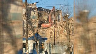 Под снос попало старинное здание напротив бассейна на Российской. ВИДЕО