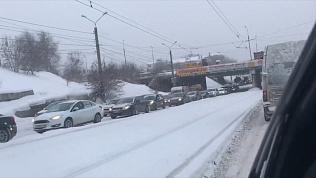 Грандиозная пробка недалеко от Ленинградского моста. ВИДЕО