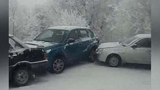 Фура сгребла 7 автомобилей в Магнитогорске