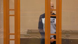Плевался в зале, и не реагировал на приговор. Сбивший инспектора хоккеист-любитель отправился за решетку на 17 лет