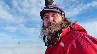 Ветер постоянно разворачивает лодку Федора Конюхова назад