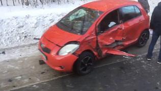 Последствия тройной аварии в Миассе засняли очевидцы