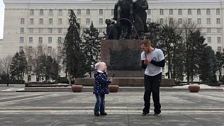 Семья из Челябинска поразила пользователей соцсетей виртуозным владением скакалкой
