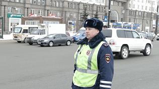 Сотрудник ГИБДД Сергей Милюков, который помог хромой собаке, удивлен вниманию СМИ. ВИДЕО