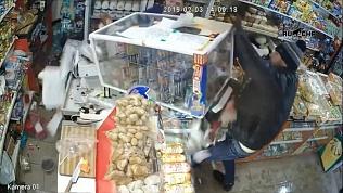 Мужчина в Татарстане ограбил магазин при помощи бутылки