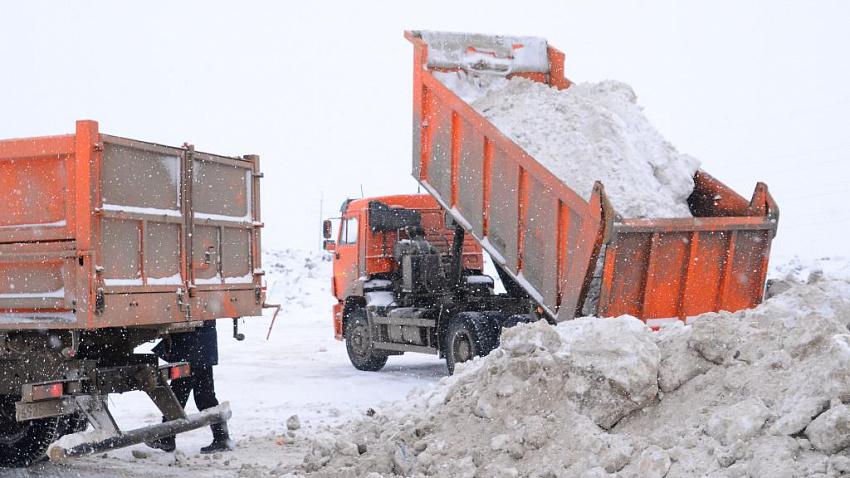 Глава Челябинска получил замечание от прокуратуры за вывоз снега на стихийные свалки