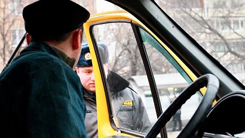 В Челябинске полицейские за сутки задержали более 20 нелегалов, работавших на маршрутках