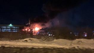 Крупный пожар на улице Героев Танкограда попал на видео
