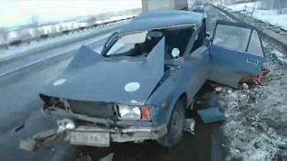 Легковушка столкнулась с грузовиком на Восточном обходе Челябинска. ВИДЕО