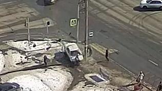 Авария на Братьев Кашириных. Под колесами оказалась коляска. ВИДЕО