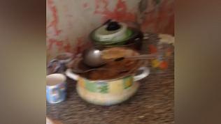В Тракторозаводском районе ликвидировали наркопритон. Кадры оперативной съемки