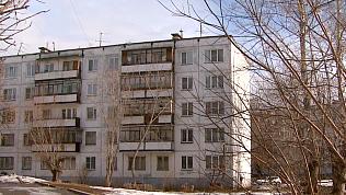 Спасатели вызволили маленьких девочек с балкона многоэтажки в Челябинске