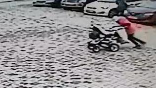 Подростки на Южном Урале украли детскую коляску для катаний