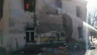 Двухэтажный дом сгорел на Копейском шоссе. ВИДЕО