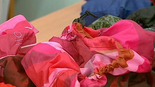 Старые зонты превратили в модные бахилы ученики челябинской школы