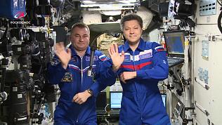 Поздравление с Днем космонавтики с борта МКС и премьера первого космического шоу