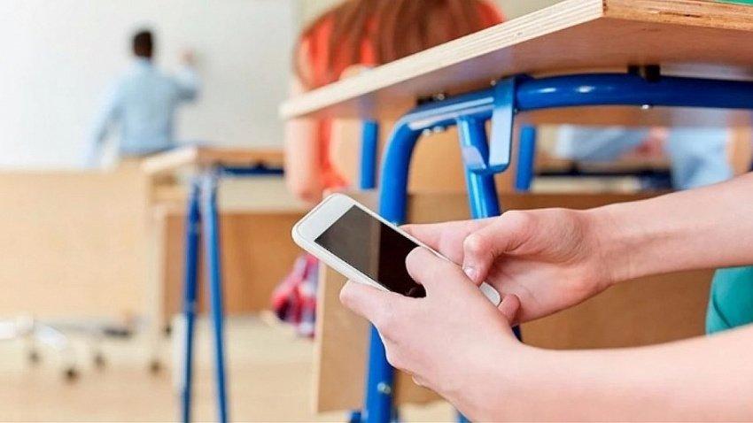 В школах Карабаша хотят запретить использование мобильных телефонов