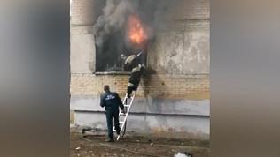 Из-за пожара в жилом доме Ленинского района скончался мужчина. ВИДЕО