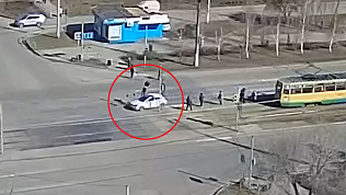 Жуткий наезд на пешехода в Магнитогорске зафиксировали камеры наблюдения