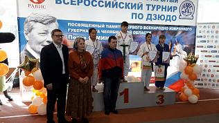 Алексей Текслер наградил юных победителей турнира по дзюдо