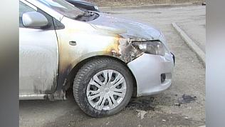 В Миассе неизвестные ночью подожгли машины. ВИДЕО