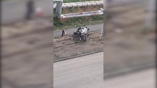Жители Чурилово стали свидетелями «реанимации» автомобиля подростками