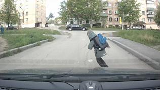 Как дети переходят дорогу в Миассе. Видео с регистратора