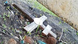 Челябинку возмутило соседство детской площадки с кладбищем в Парковом