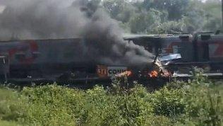13 пассажиров и машинист пострадали при столкновении поезда с грузовиком в Адлере