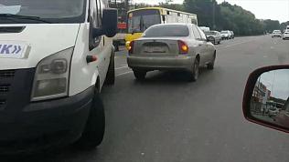 На Копейском шоссе столкнулись легковушка с маршруткой