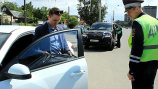 В Челябинске более ста водителей в сутки останавливают за тонировку. Видео