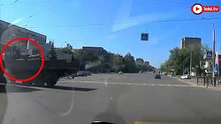 В центре Магнитогорска столкнулись очень громко трамвай и КамАЗ