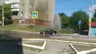 «Фонтан» из газона ударил в Тракторозаводском районе
