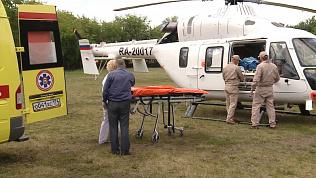 Двух пострадавших в аварии с пассажирским автобусом доставили вертолетом в Челябинск