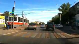 Магнитогорский автомобилист въехал в трамвайную остановку
